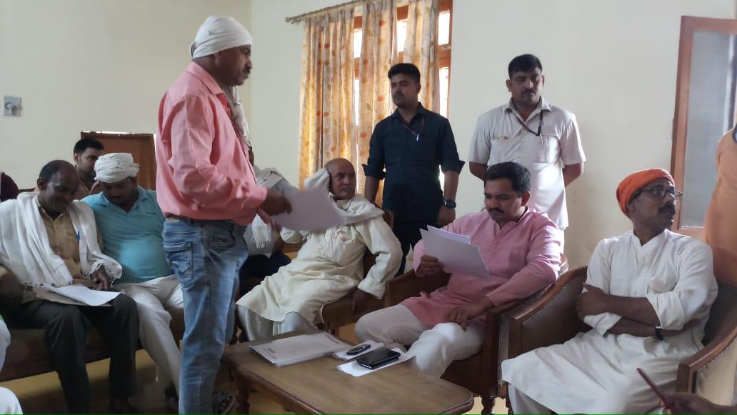 जनसुनवाई ! एमएलसी विशाल सिंह चंचल ने अधिकारियों को दिये शीघ्र निस्तारण के निर्देश