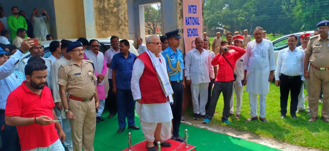 राज्यपाल व केन्द्रीय मंत्री का अपने गृह जनपद में हुआ भव्य स्वागत