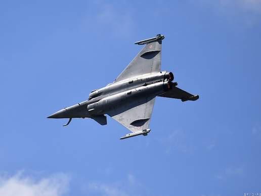 राफेल ! रक्षा मंत्री राजनाथ सिंह ने फ्रांस में प्राप्त किया, वहीं की शस्त्र पूजा और भरी उड़ान