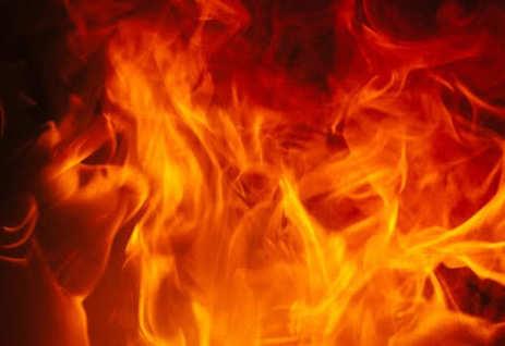 बाइक में आग ! जिन्दा जली तीन जिन्दगियां