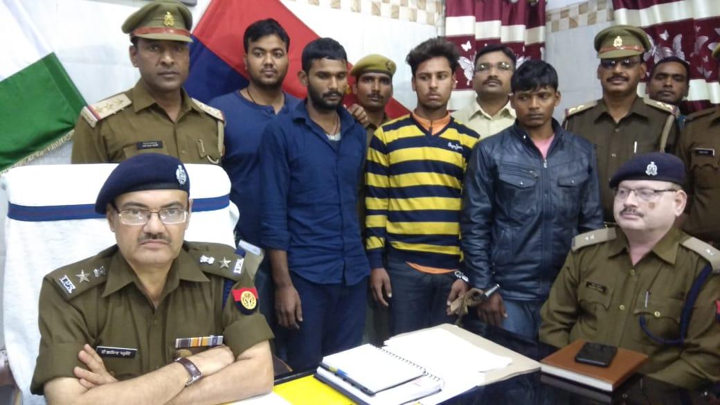 लूट की बाइक व तमंचा संग तीन चढ़े जंगीपुर पुलिस के राडार पर
