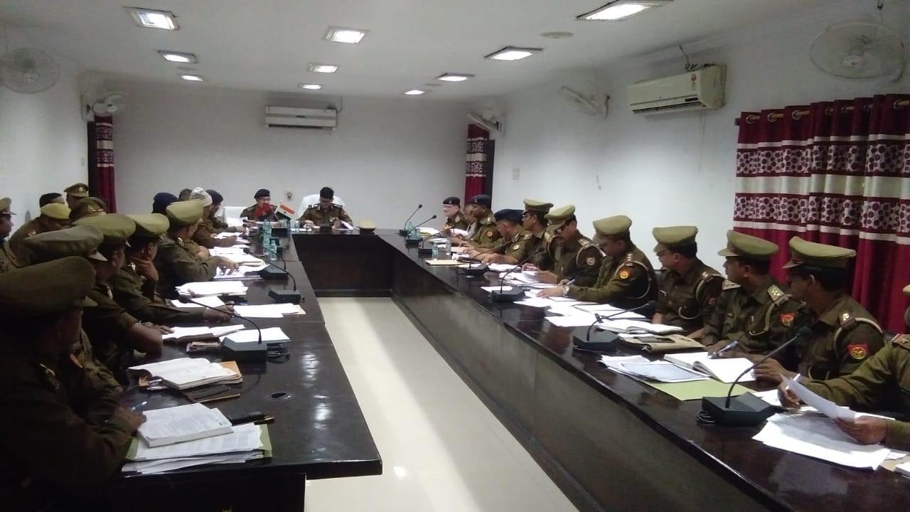 समीक्षा बैठक ! अपर पुलिस महानिदेशक वाराणसी ने जांच कर मातहदों को दिये आवश्यक निर्देश
