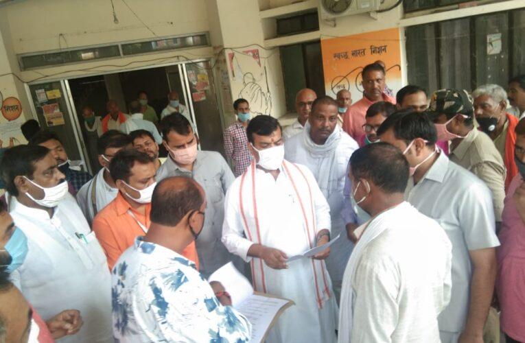 प्रभारी मंत्री ने देखी कार्यालयों की हकीकत @ अनियमितता पर व्यक्त की नाराजगी
