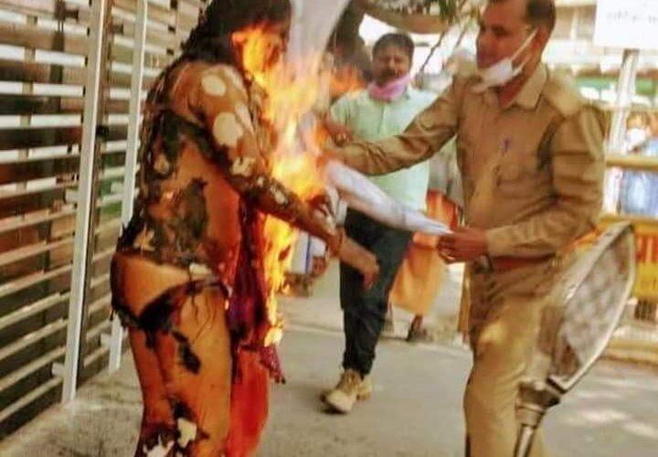 आत्मदाह ! विधानसभा के सामने महिला बनी आग का गोला , हालत गंभीर