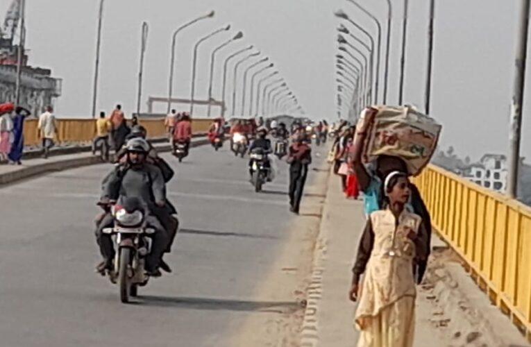 आवश्यक है गंगा नदी पुल पर भारी वाहनों के स्थायी रोक की
