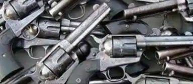 अवैध असलहे की फैक्ट्री बरामद, तीन गिरफ्तार