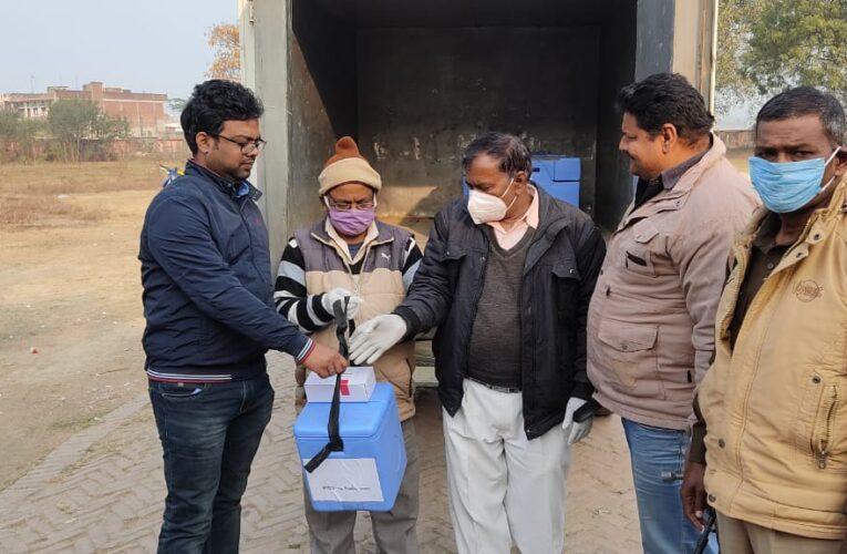 कोविड-19! पुलिस सुरक्षा में ब्लाकों पर पहुंची वैक्सीन,कल जिले के आठ केन्द्रों पर  होगा टीकाकरण