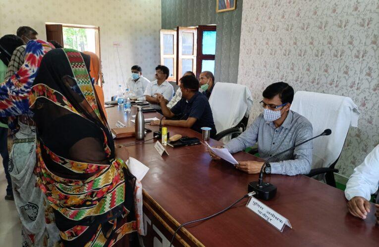 संपूर्ण समाधान दिवस में आये 755 आवेदनों में से 46 आवेदन पत्रो का मौके पर हुआ निस्तारण