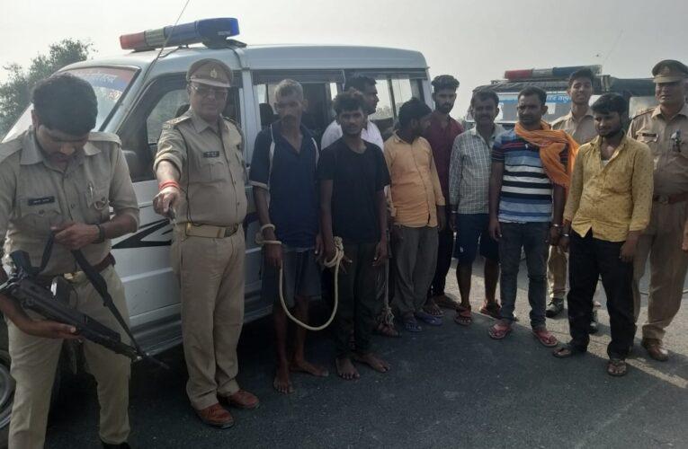 सैंतीस गोवंश के साथ आठ अभियुक्त गिरफ्तार