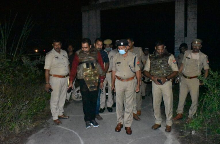 लूट के बारह घंटे के भीतर पुलिस मुठभेड़ में घायल दो लूटेरे गिरफ्तार